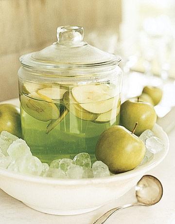 Apple-martini-jar-ENTERT0505-de-87312868
