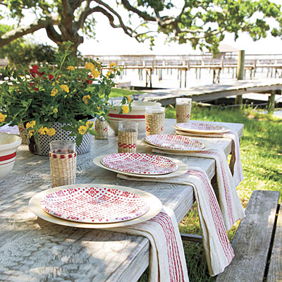Outdoor-table-setting-l